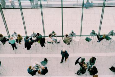 عوامل موثر بر تعهد کارکنان: چگونه کارکنانی شادتر و سازندهتر داشته باشیم؟