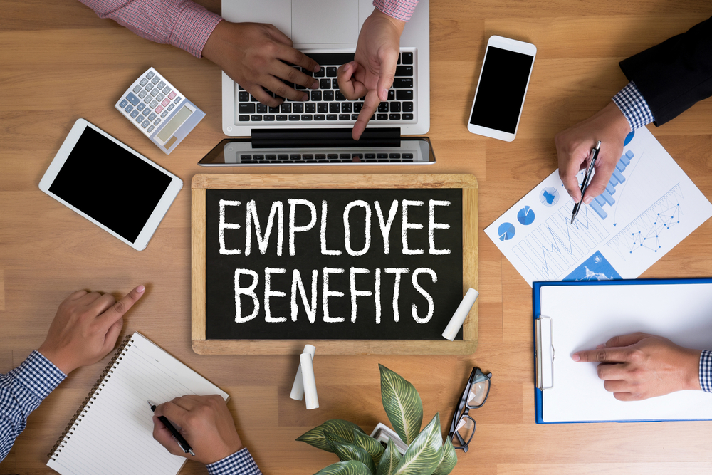 دادن پاداش و تشکر از کارکنان باعث انگیزش کارکنان در راستای بهره وری بیشتر شرکت یا سازمان میشود.